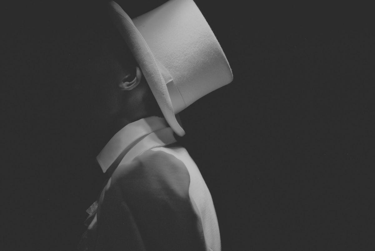 Man wearing a white hat